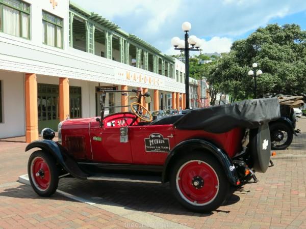 Tour Art Deco Napier in a vintage car