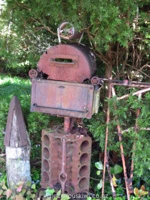 V8 cylinder head letter box