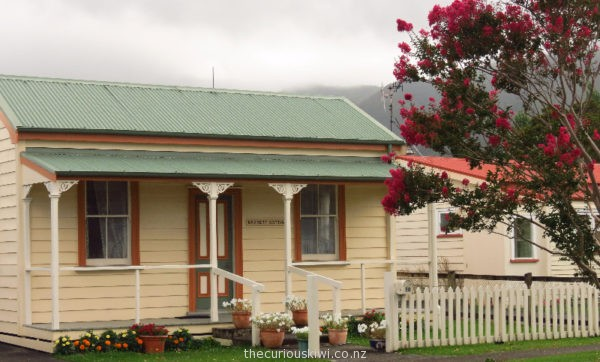 Barrett Cottage in Coromandel Town