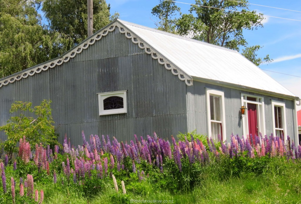 Corrugated iron cutie in St Bathans