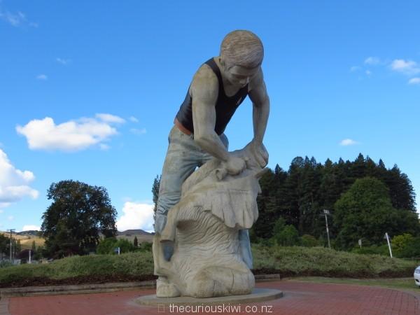 Shearing statue in Te Kuiti