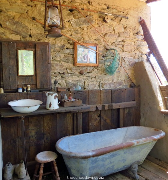 The bathroom at Como Villa