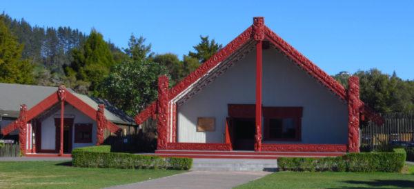 Te Whare Wananga-a-Hatupatu (left), Te Aronui-a-rua (right)