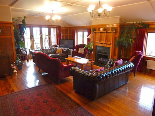 Te Anau Lodge - lounge/library