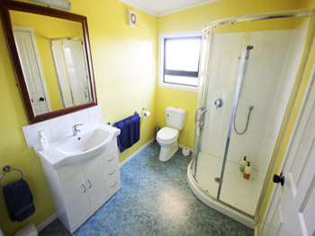 Cassie's Farm Woolshed Accommodation - Bathroom