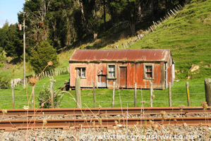 Red farm shed, Raekohua Road